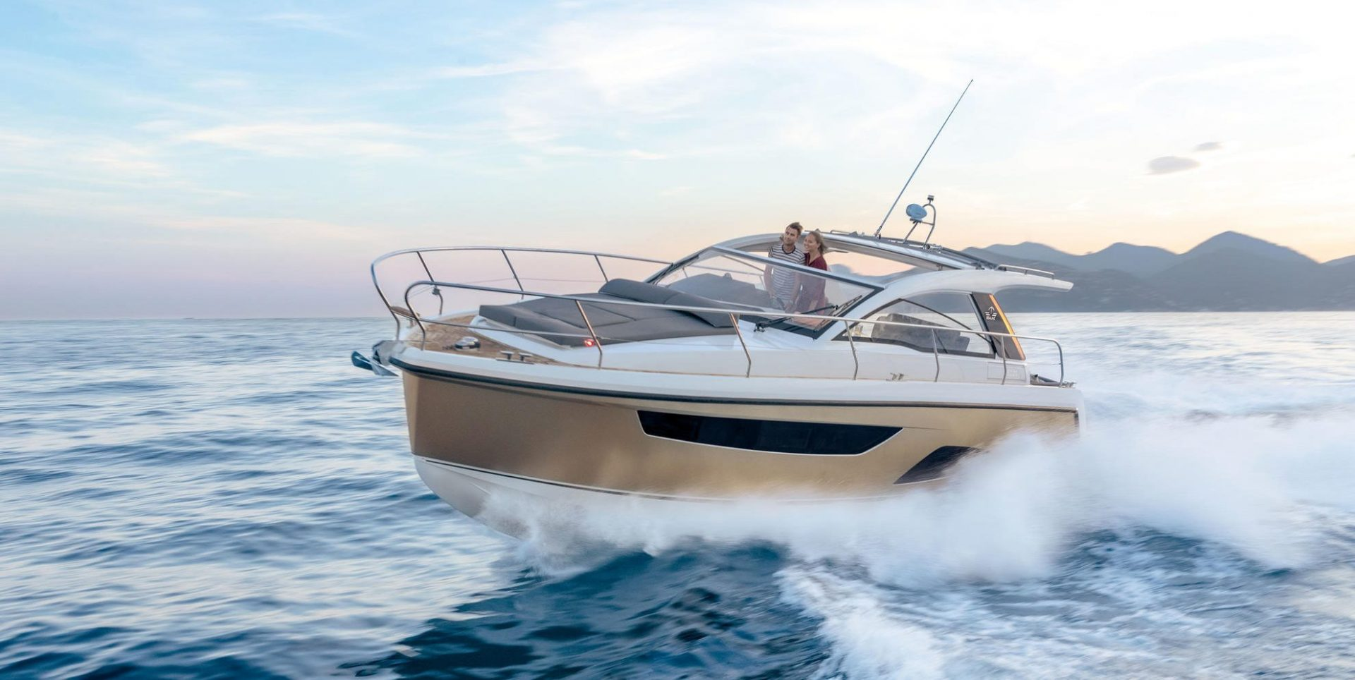 Sealine S330V open water